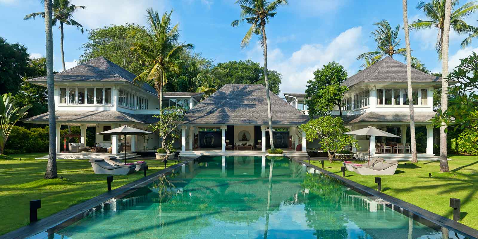 villa-matahari-swimming-pool-main-building