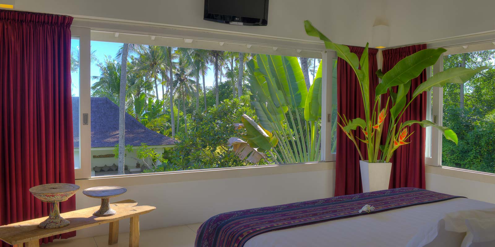villa-matahari-main-suite-bedroom-view