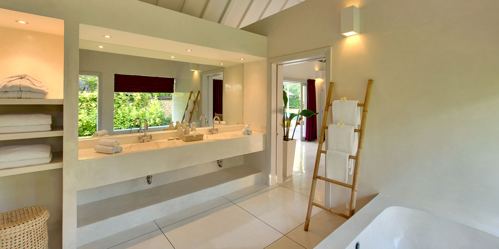 villa-matahari-garden-suite-bathroom