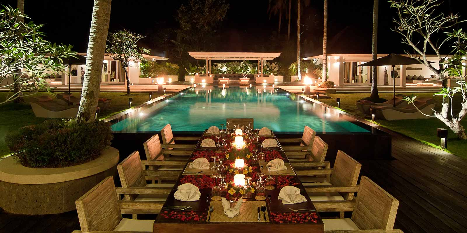 villa-matahari-dining-pool-night