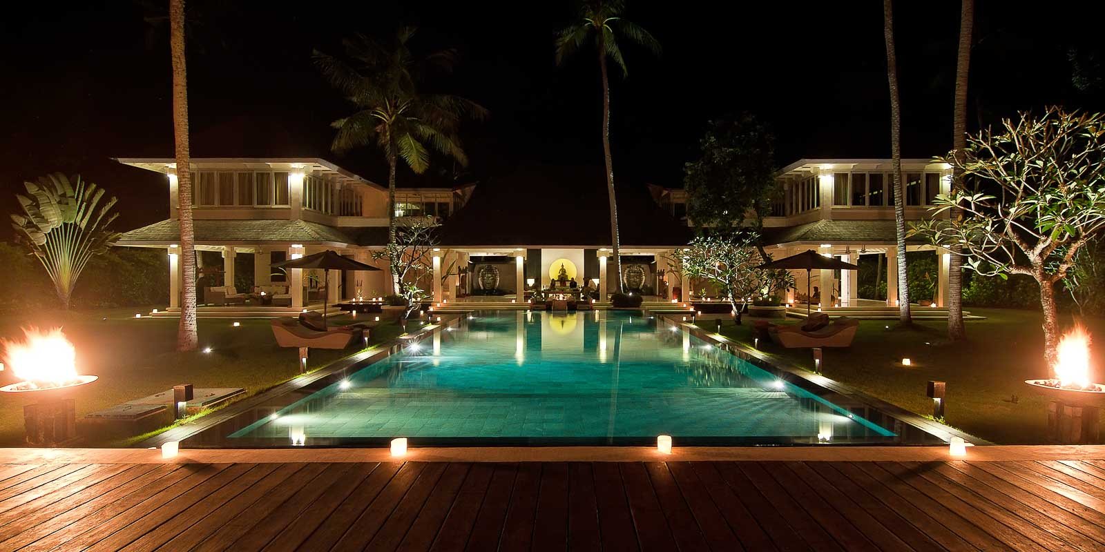 villa-matahari-main-building-swimming-pool-night