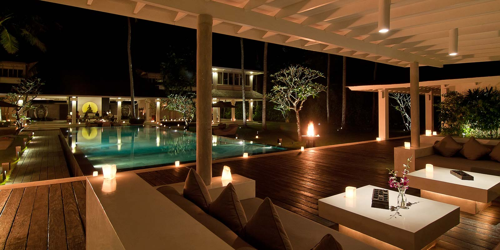 villa-matahari-swimming-pool-lounge-night