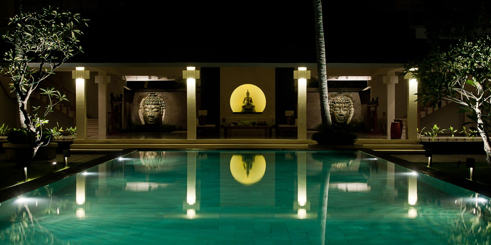 villa-matahari-pool-buddha-night