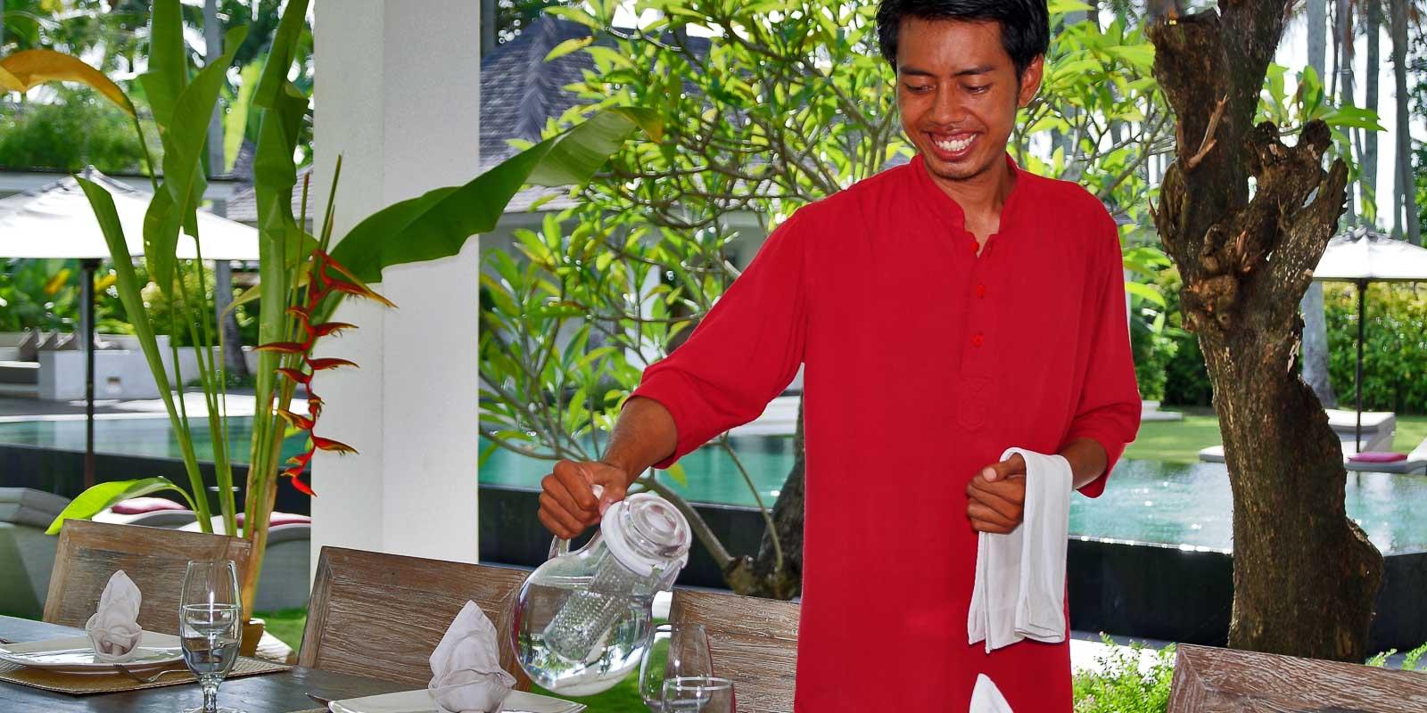 villa-matahari-dining-service